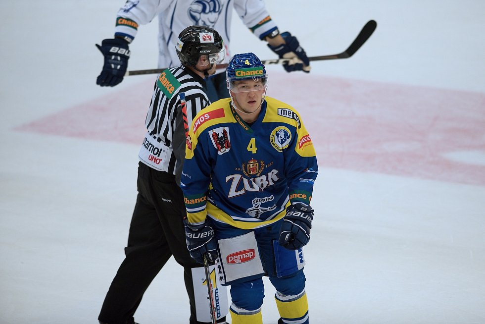Hokejisté Přerova (v modrém) proti Kolínu. Radek Kučeřík