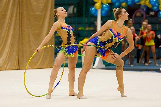 Seniorky moderních gymnastek TJ Spartak Přerov Sára Zbožínková a a Blanka Bořutová.