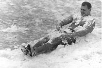 Snímek Františka Venclovského z roku 1968. Jeho velkou láskou byla řeka Bečva a otužování se v zimě. Byl jedním ze zakladatelů silvestrovské otužilecké show na řece Bečvě v Přerově.