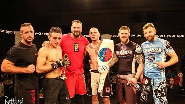 Přerovský kickboxer (třetí zprava) byl ve Vaduzu úspěšný