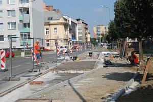Práce na stavbě nového autobusového zálivu v Palackého ulici v Přerově se blíží ke konci.