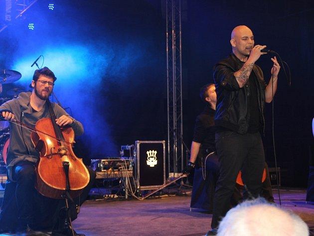 Hostem skvělého koncertu skupiny Arrhythmia v Přerově, který se konal v sobotu v hale na výstavišti, byl i skladatel, textař a zpěvák Jaroslav Wykrent.