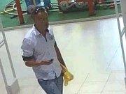 Policie hledá muže, který se v neděli 17. června pokusil v přerovské Galerii ukrást dvoje kalhoty, neznáte ho?