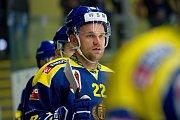 Hokejisté Přerova (v modrožlutém) proti AZ Residomo Havířov