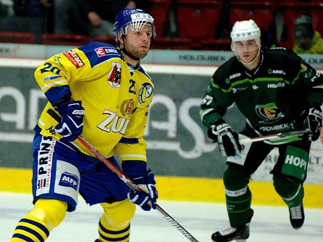 Hokejisté HC Energie (v zeleném) hostili přerovské Zubry.