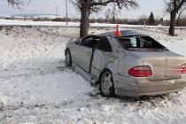 Nehoda mercedesu mezi obcemi Bochoř a Vlkoš