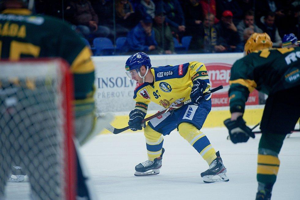 Hokejisté Přerova (ve žlutém) proti Vsetínu. Filip Dvořák