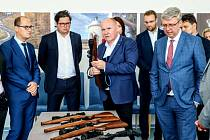Ministr dopravy Karel Havlíček se na své návštěvě Přerova zastavil i v Meoptě, kde jednal o možnostech pomoci státu.