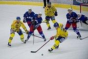 Hokejisté Přerova (ve žlutém) nestačili doma na Třebíč.