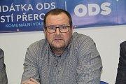 Marek Dostál z ODS, který byl obžalován ze sexuálního nátlaku, rezignoval na post  přerovského radního. Oznámil to ve čtvrtek na tiskové konferenci, kterou svolala ODS.