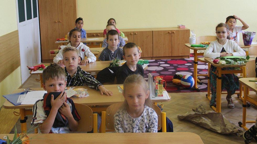 Prvňáčci si na základních školách Svisle, Želatovská a U Tenisu v Přerově převzali svá první vysvědčení