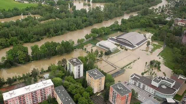 Rozvodněná Bečva v Přerově v květnu 2010