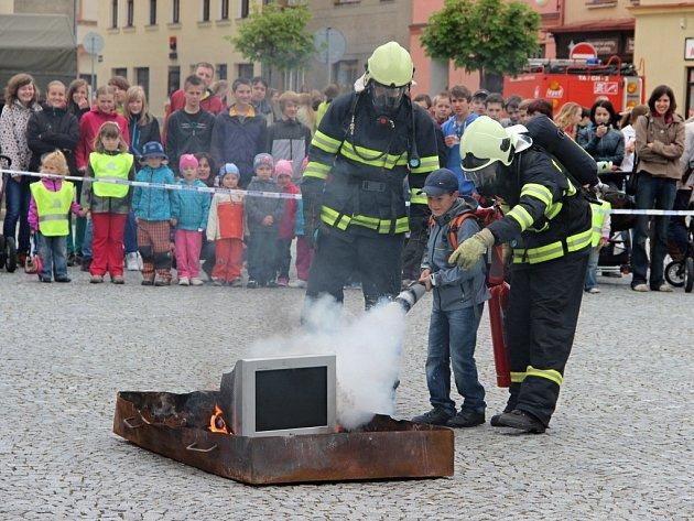 Akce Bezpečné město v Lipníku spolu s oceňováním policistů za věrnost a dobrou práci