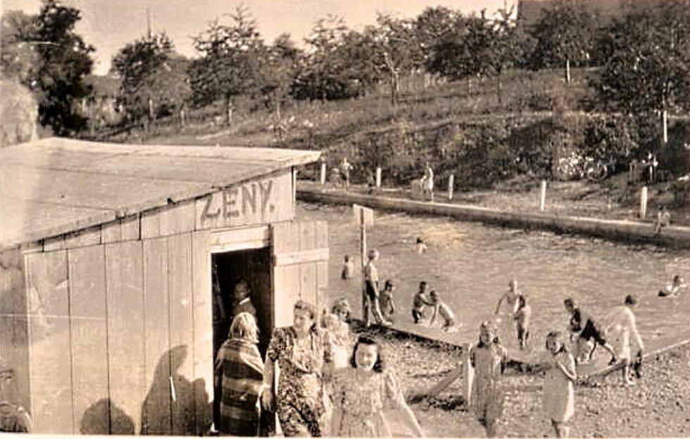 Tučín je znám také pro své koupaliště vybudované v roce 1940, které je napájeno podzemní minerální vodou s teplotou 21 stupňů Celsia, z místního, dnes již zrušeného travertinového lomu.