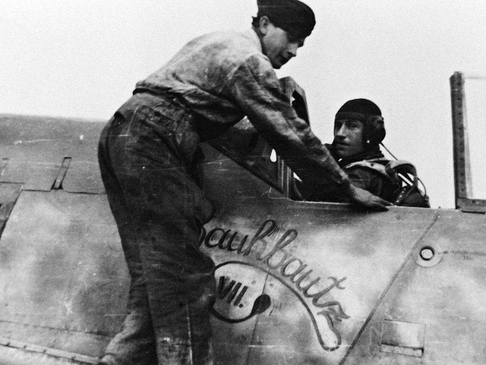 """Lt. Klaus  Bretschneider, jenž vedl 17. 12. 1944 do boje s americkými bombardéry nad Moravou piloty II.(sturm)/JG 300 """"Wilde Sau"""""""