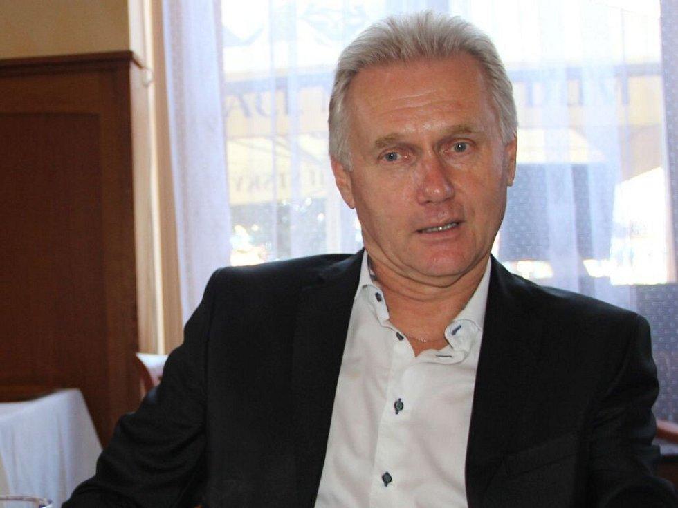 Přerovský primátor Jiří Lajtoch při rozhovoru po Přerovský deník v dubnu 2014