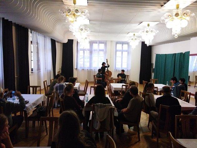 Minifestival Hudboslovení je v Přerově v plném proudu. Sobotní úvodní program si nenechaly ujít desítky lidí.