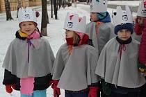 Tříkráloví koledníci vyrazili v pátek dopoledne do ulic Přerova. Skupinky dětí z církevní mateřské školky zamířily na magistrát, ale i Městskou policii v Přerově.