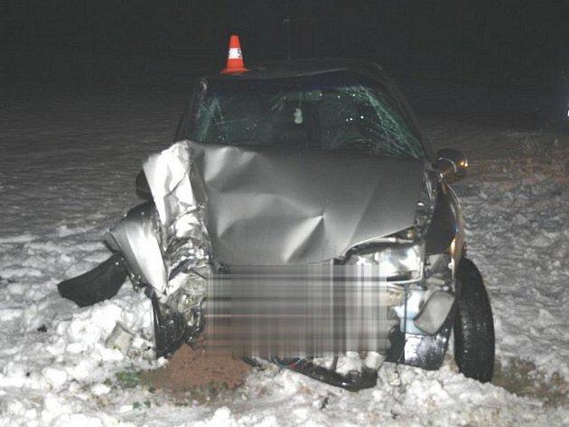 Na silnici mezi obcí Kokory a Přerovem havaroval v úterý večer řidič osobního vozu Opel. Má lehké zranění