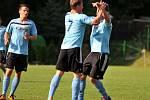 Fotbalisté Kozlovic (v modrém) proti Velkým Losinám