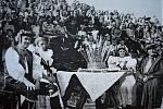 Fotografie z roku 1947. Hanácké dožínky se konaly na původním hřišti Na Loučkách v Dluhonicích.