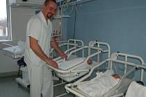 Nové monitory dechu pro miminka v přerovské nemocnici