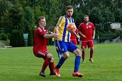 Fotbalisté Kozlovic (v modrožlutém) proti Brumovu (2:1).