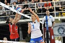 Přerovské volejbalistky (v bílém) v utkání s Frýdkem-Místkem.