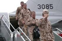 Poslední vojáci z přerovské vrtulníkové základny, kteří byli součástí prvního kontingentu na misi v Afghánistánu, se v úterý odpoledne vrátili zpět do vlasti.