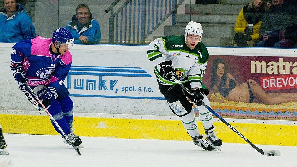Růžová jízda. Hokejisté HC Zubr Přerov přivítali ve speciálních růžových dresech Karlovy Vary. Stejně jako před dvěma lety podpoří organizaci Mamma HELP, která pomáhá ženám s rakovinou prsu