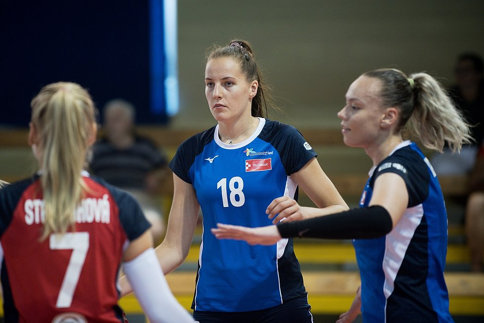 Volejbalistky Přerova (v zeleném) v přípravném utkání s UP Olomouc