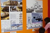 Návrhy studentů architektury na městský dům na nábřeží Bečvy v Přerově si mohou prohlédnout návštěvníci kina Hvězda. U návrhu Kamily Miklové (vlevo) ocenili porotci zejména atrium, Martin Evev (vpravo) zase projevil nejvíc kreativity.