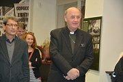 Ve Výstavní síni Pasáž začala ve středu odpoledne výstava Rozkulačeno!, mapující období násilné kolektivizace v našich zemích a perzekuce selského stavu. O vernisáž byl mimořádný zájem a nechyběl na ní ani olomoucký arcibiskup Jan Graubner.