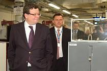 Prohlídka firmy Meopta, ale také jednání o budoucnosti zdejší vrtulníkové základny – to byly hlavní důvody návštěvy ministra obrany Alexandra Vondry v Přerově.