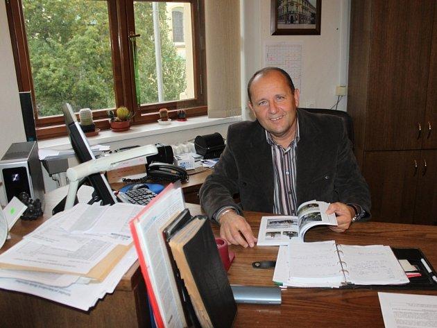 """Průmyslovka v Lipníku slaví 60 let od svého založení. """"Původně měla vychovat vodohospodáře pro stavbu kanálu Dunaj – Odra – Labe, která dodnes nezačala,"""" řekl ředitel školy Vilém Zeiner"""