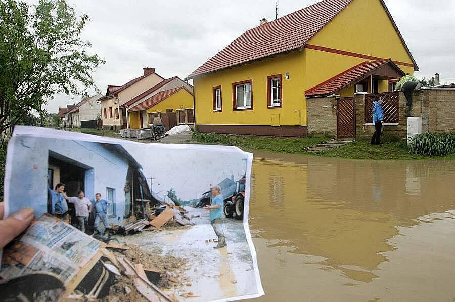 Troubky, ulice Loučky III: 19. května 2010 a 12. července 1997 (vlevo dole)
