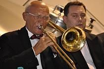Koncerty třicátého ročníku Československého jazzového festivalu v Přerově odstartovaly ve čtvrtek poněkud neobvykle – ve varně přerovského pivovaru zahrál orchestr Academic Jazz Band.