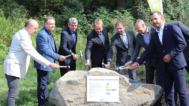 V Čekyni začala poklepáním základního kamene stavba nové kanalizace