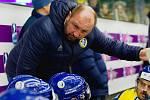 Trenér hokejových Zubrů Petr Dočkal