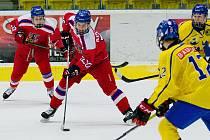 Hokejisté České republiky do 16 let (v červené) porazili Švédsko 4:3 po samostatných nájezdech
