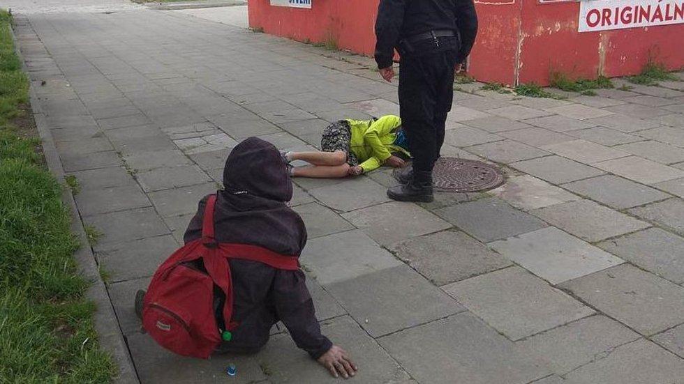 Přerovští strážníci mají na Tři zmrzlé plné ruce práce - vyjíždějí k lidem, kteří si ustlali na chodníku a neodhadli příchod studené fronty.