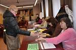 Druhé kolo prezidentských voleb ve volebních okrscích v Přerově - na Základní škole Trávník, ve Smetanově a Palackého ulici