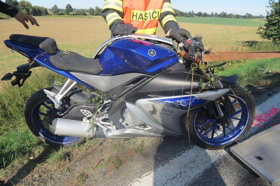 Řidič SUV u Kojetína smetl dvě motorky.