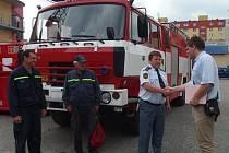 Dobrovolní hasiči z Oseku nad Bečvou si ve čtvrtek 12. června převzali novou cisternu.