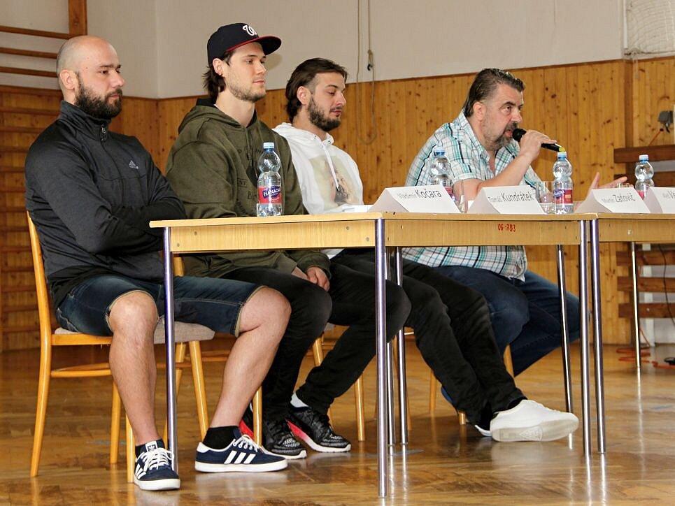 Hokejoví reprezentanti a přerovští odchovanci Tomáš Kundrátek a Martin Zaťovič navštívili ZŠ Želatovská v Přerově