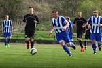 Fotbalisté Kozlovic (v černém) zvítězili 1:0 nad domácím SK Hranice.