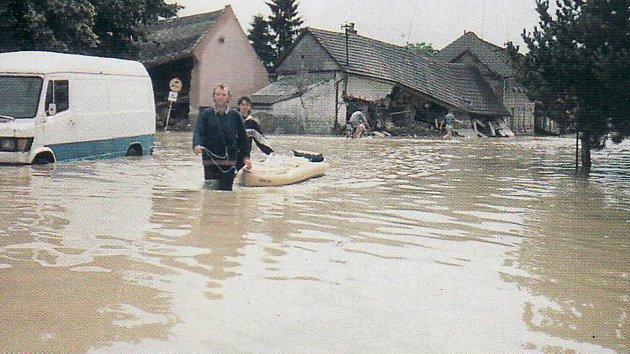 Ulice Náves v červenci 1997