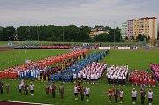 Velkolepý průvod městem a jedenáct hromadných skladeb v provedení sedmnácti set cvičenců na stadionu Spartaku. To byl krajský sokolský slet, který v sobotu hostilo město Přerov.