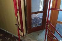 Bývalý hotelový komplex Strojař v Přerově láká asociály - strážníci přistihli muže, kteří v budově přenocovali.