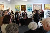 Otevření nové přerovské Galerie Eso si ve čtvrtek 9. dubna nenechaly ujít desítky lidí.